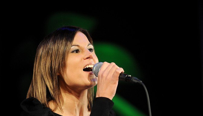 """32 gadu vecumā mūžībā aizgājusi dziedātāja, """"Dziedošo ģimeņu"""" dalībniece, Aija Eriņa"""