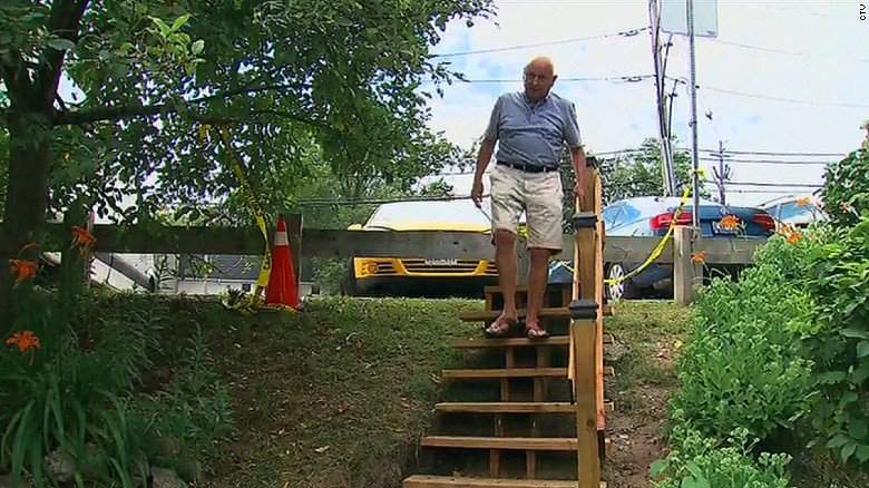 City says steps will cost at least $65,000; man builds them for $550 https://t.co/cBeVoBn5Pg https://t.co/rvXUU4PtCn