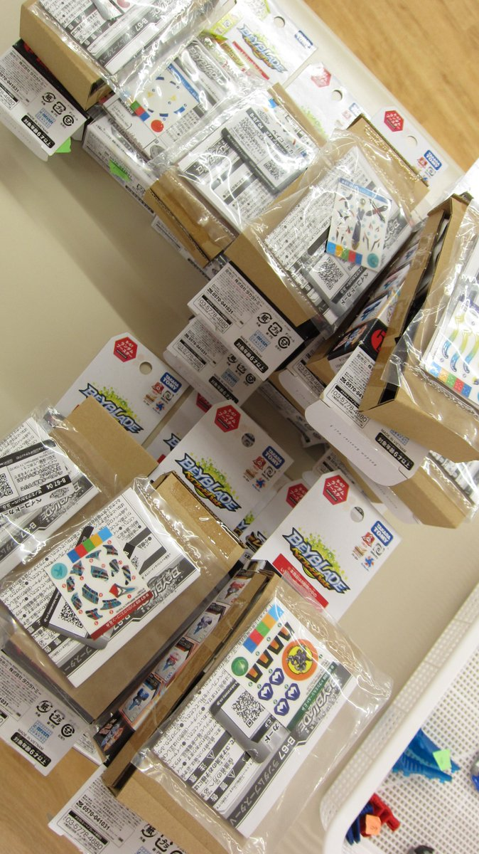 ホビーオフ藤沢店 商品入荷情報ベイブレードバースト ランダムブースター VOL.5 大量に入荷しました。ドラシエルシール