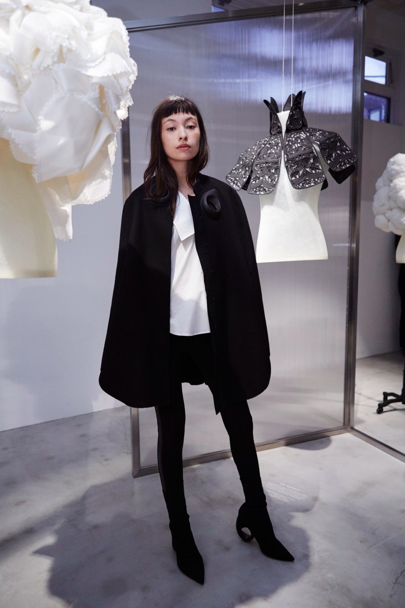 Rina Ohta attends 'The Cape Reimagined' in Tokyo wearing a @Burberry wool cape with sculptural leather detailing https://t.co/wgzzoiCAQF