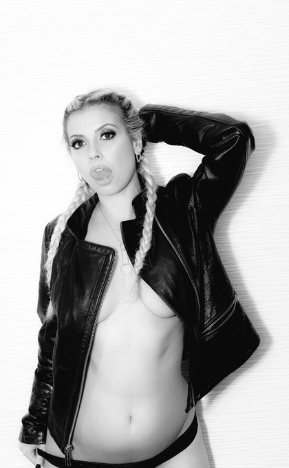 Vote now for your hottest milf for @NightMovesShow 💋💋 https://t.co/j8pnlusm5y