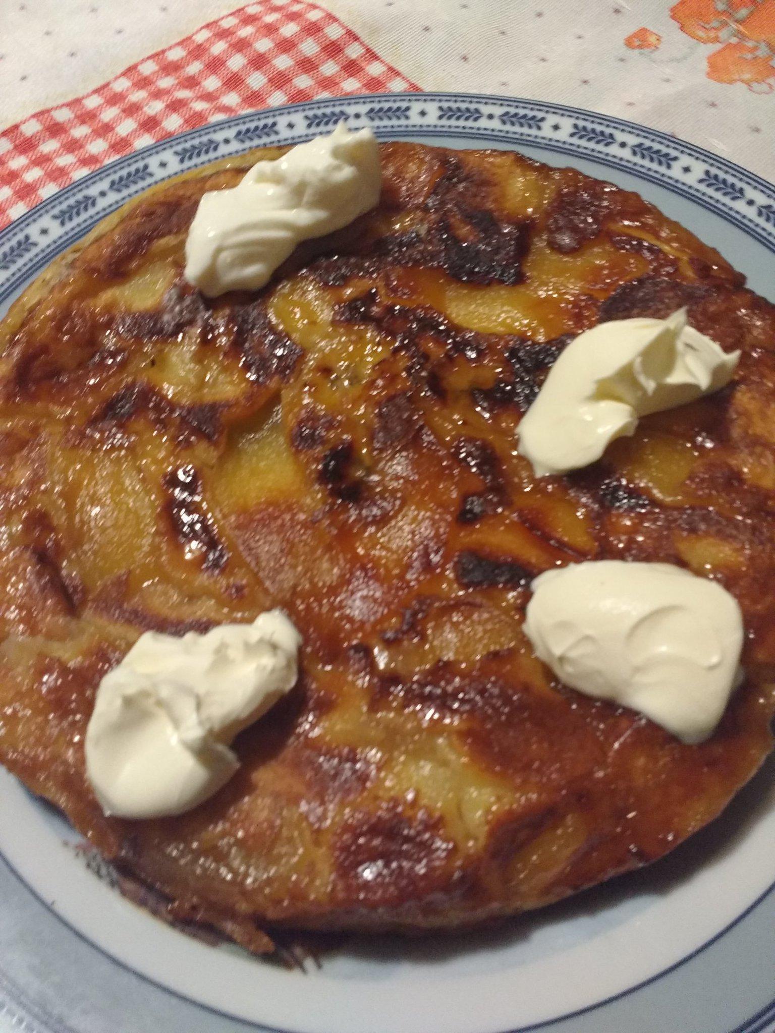 @cocinerosarg #AsiLoHiceYo Panqueque d manzana y bañaba al Ron😊 https://t.co/QIb5CtaGrw