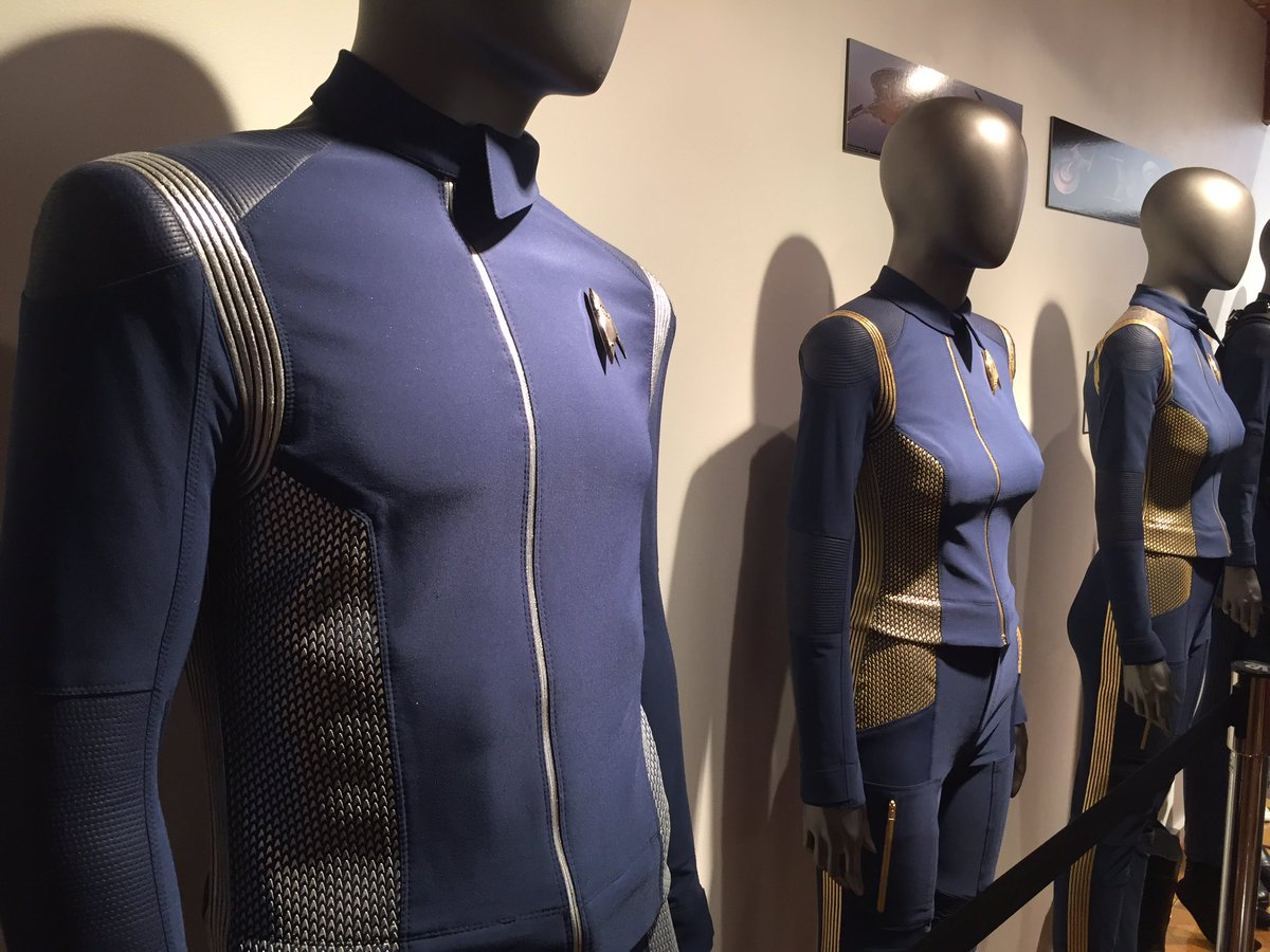 RT @ItCameFromBlog: #StarTrekDiscovery costume and prop details... 1 of 3 #StarTrek #SDCC2017 #ItCameFromBlog https://t.co/H4uwn5JRsL