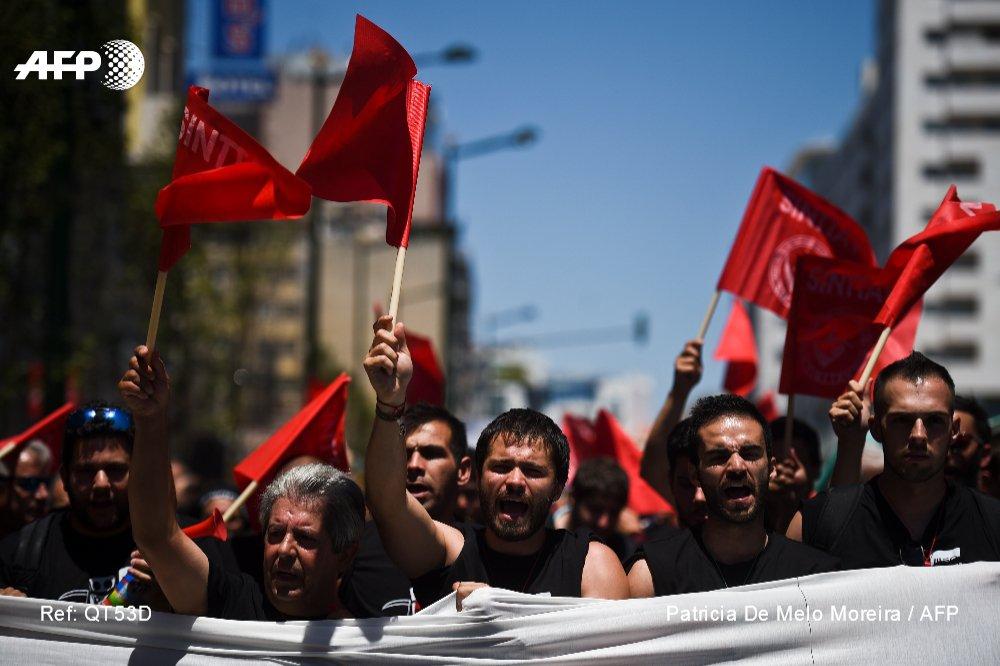 Des milliers de salariés de Portugal Telecom protestent contre Altice