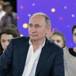 Russian President Vladimir Putin tries to woo teens with live TV show