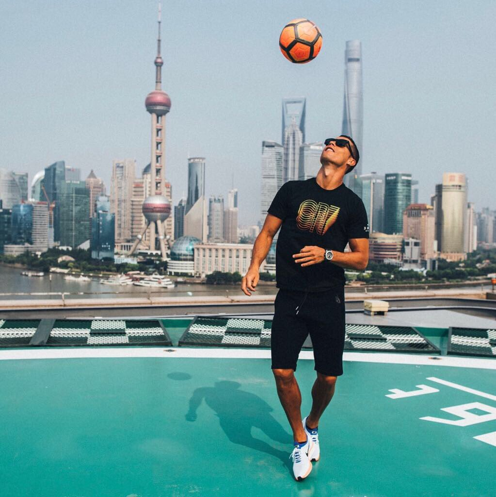Hello China! I'm here for 3 days. Ready for brilliance.   ��  #CR7LIVE #Playfree https://t.co/jAcVKlT0aC