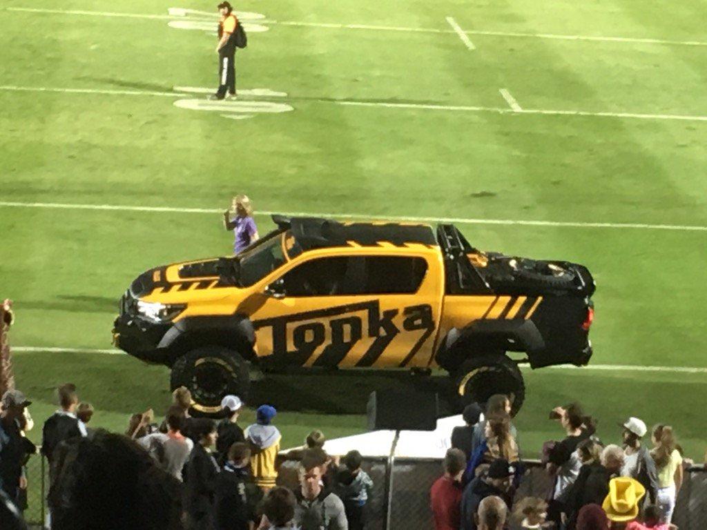 A real life Tonka truck!!! #NRLCowboysWarriors #Toyota #ridemcowboys https://t.co/xz7xIMfHfV
