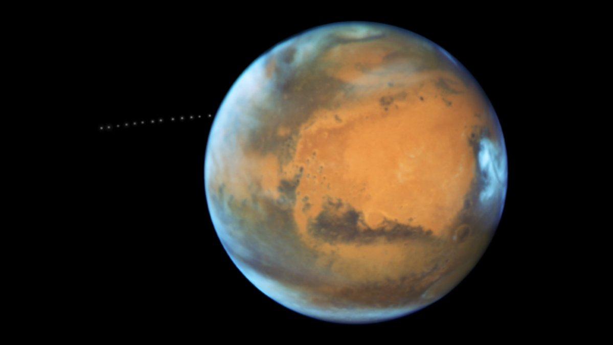 Speedy Mars Moon Zips Around Red Planet in Amazing NASA Video