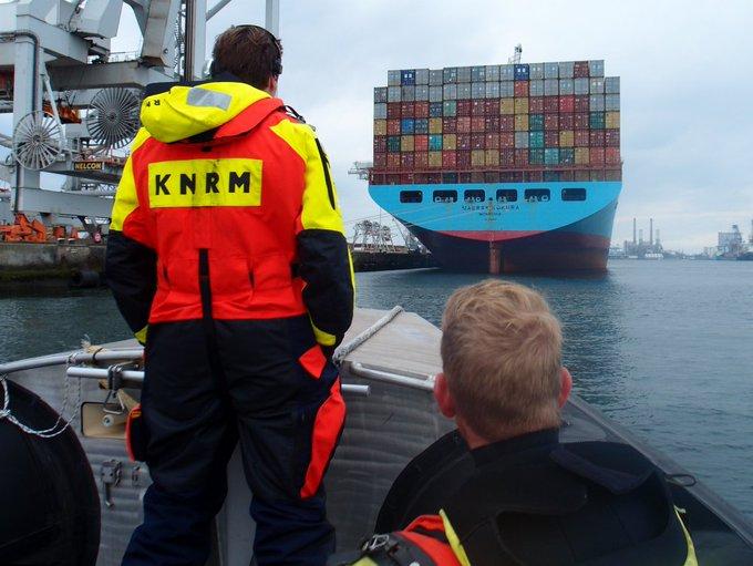 Inzet KNRM voor brand containerschip https://t.co/1VDMIdUUMM https://t.co/OMj8fpjTbk
