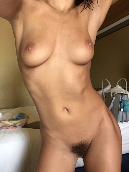 Some nudity to start ur day!!😃 https://t.co/y1CEM7RvYO
