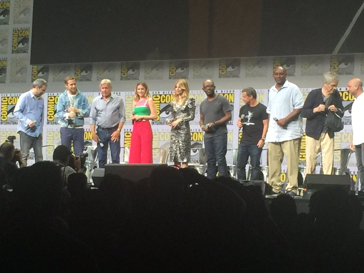 #BladeRunner2049 cast/crew take the stage #SDCC2017 #WB