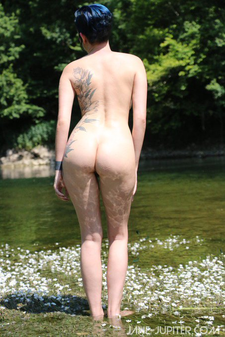 New photo set: nude in the hills and rivers of Switzerland  https://t.co/GGakQpiook https://t.co/j0j