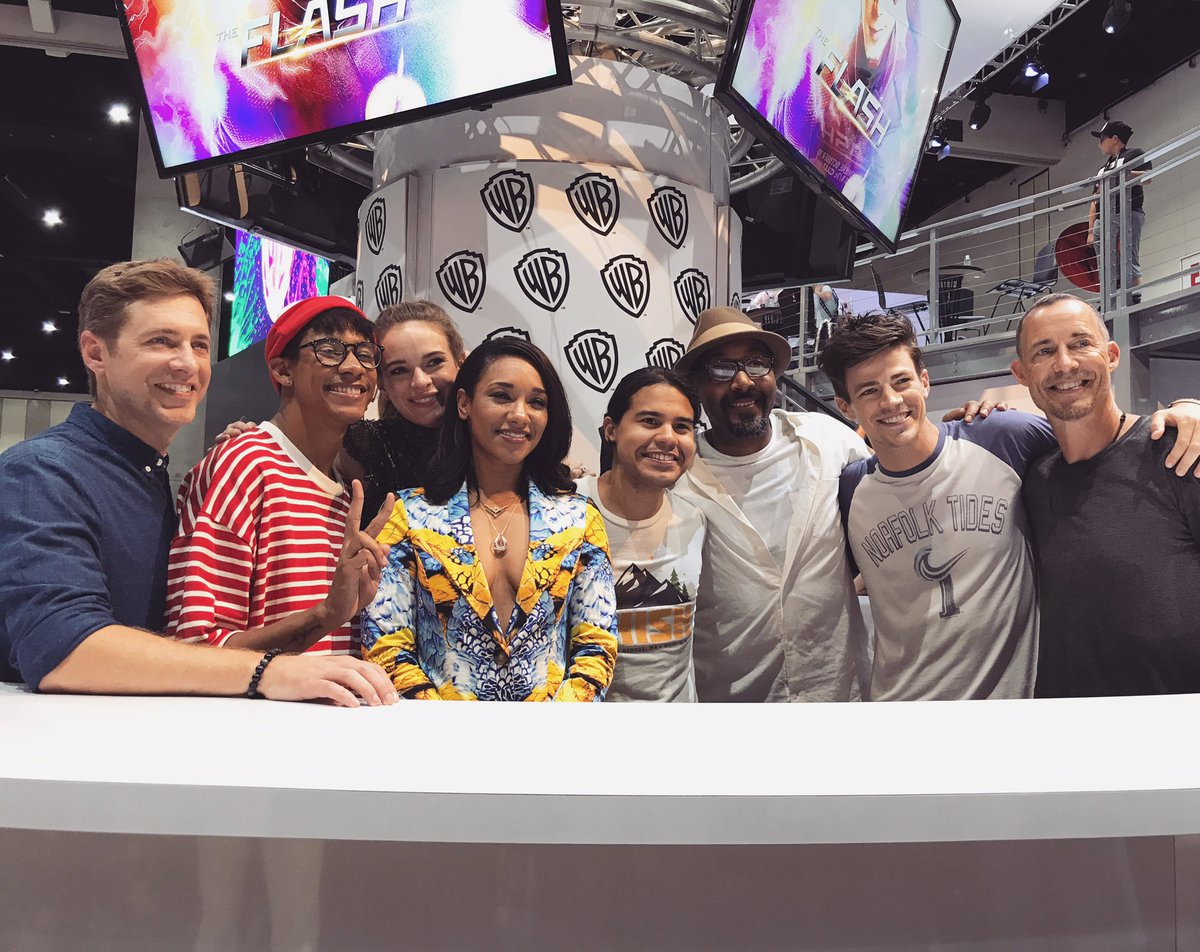 Thanks for joining #TheFlash at the Warner Bros. booth at #WBSDCC! @CW_TheFlash