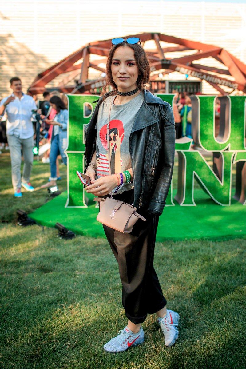 RT @OKmagazineRu: Виктория Дайнеко, Влад Лисовец и другие звезды на фестивале «Ласточка»  https://t.co/glq0qlLbhC https://t.co/Q2TY3XTZUY
