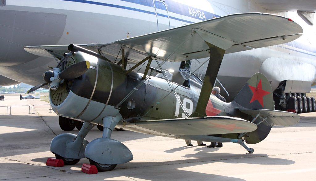 チャイカは戦闘機の王。ことポリカルポフ設計局が作った愛らしい複葉戦闘機です王の娘なので姫様です