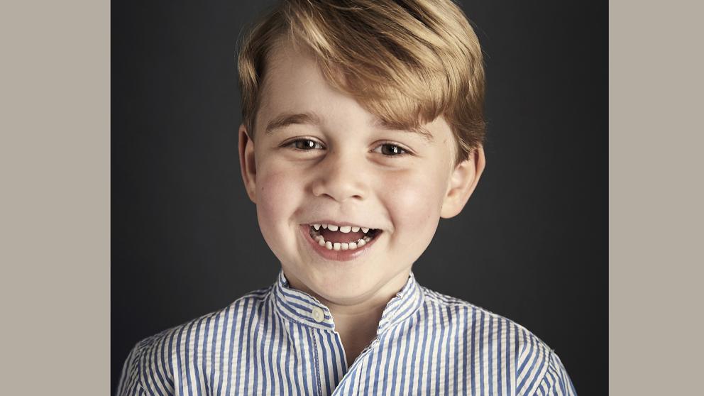 El adorable retrato oficial del príncipe Jorge por su cuarto cumpleaños https://t.co/zJ6VmMJrl4 https://t.co/czX3Npymcw