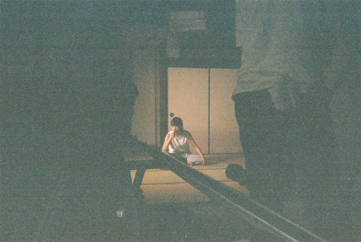 本日も闇芝居…おつきあいください…ね👹 #闇芝居 #ヒグチアイ #やわらかい仮面 (こわいと思わせてなんでもない写真)