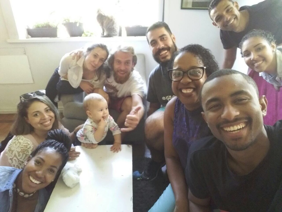 Equipe, amigos e família na expectativa da estreia do #diegosan https://t.co/xMu0Izlwad