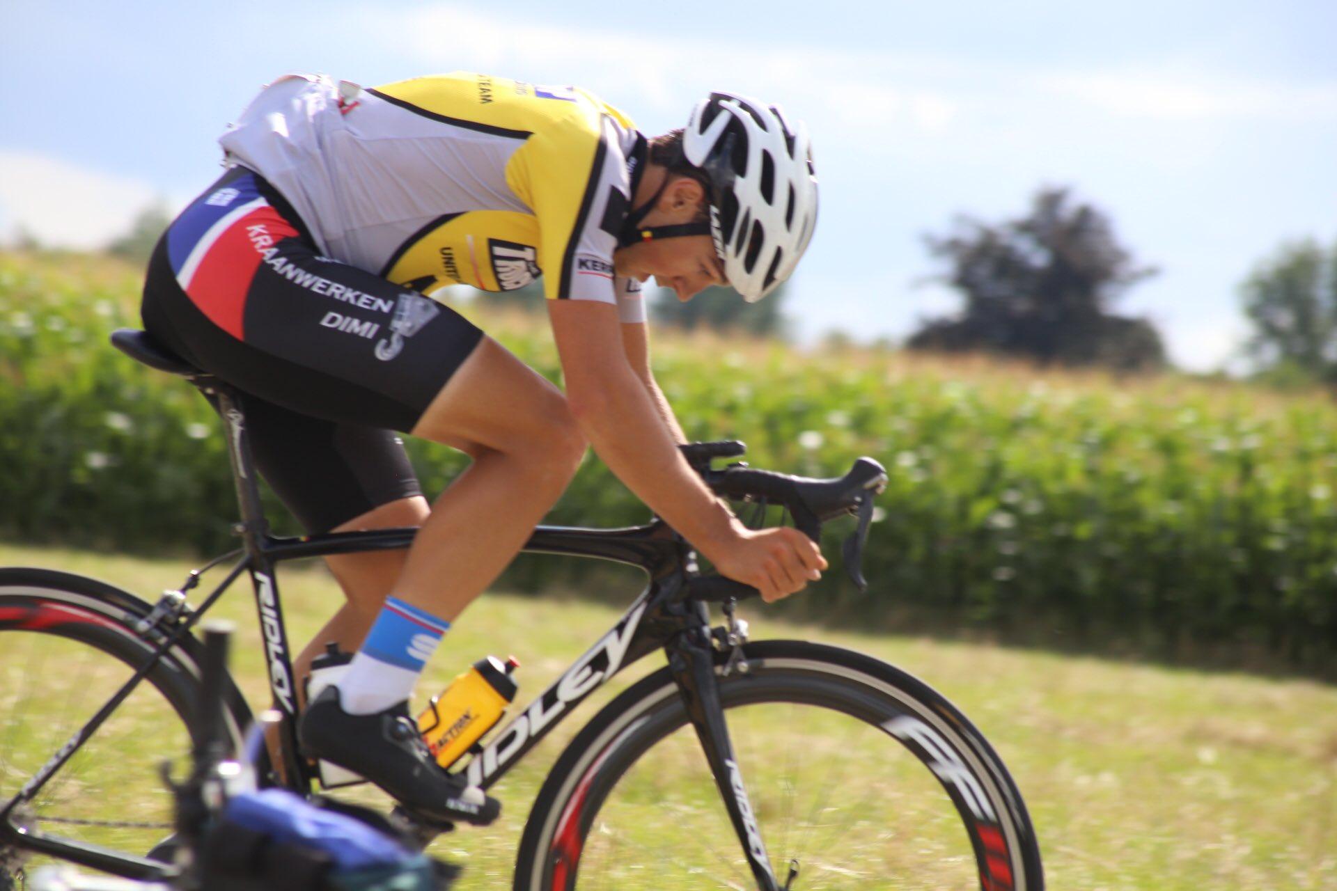 Lennert Teugels rondt mooie solo af en wint #Landskouter #koers #wielrennen @BELCycling #Oosterzele https://t.co/joo8xc0tfV