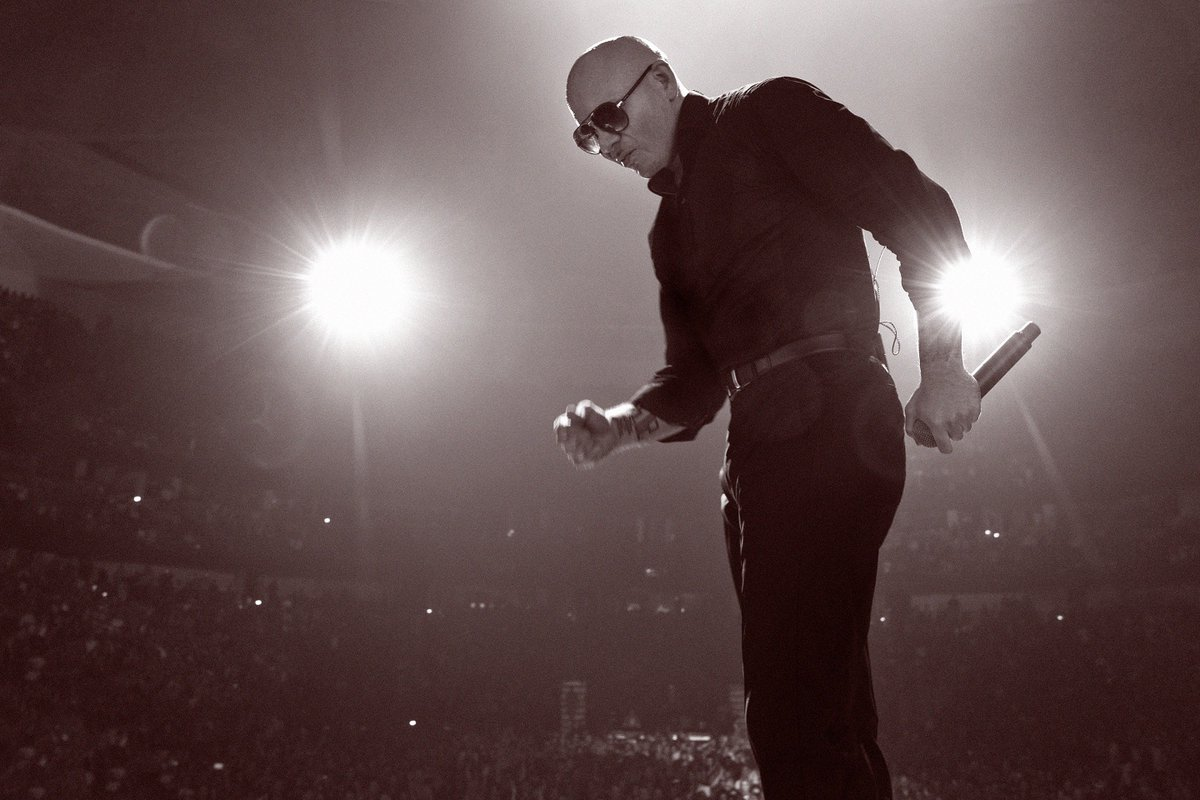 Vegas always brings great energy #PitbullVegas https://t.co/ZzDyqB9ia3 https://t.co/YwvMjOV7W7