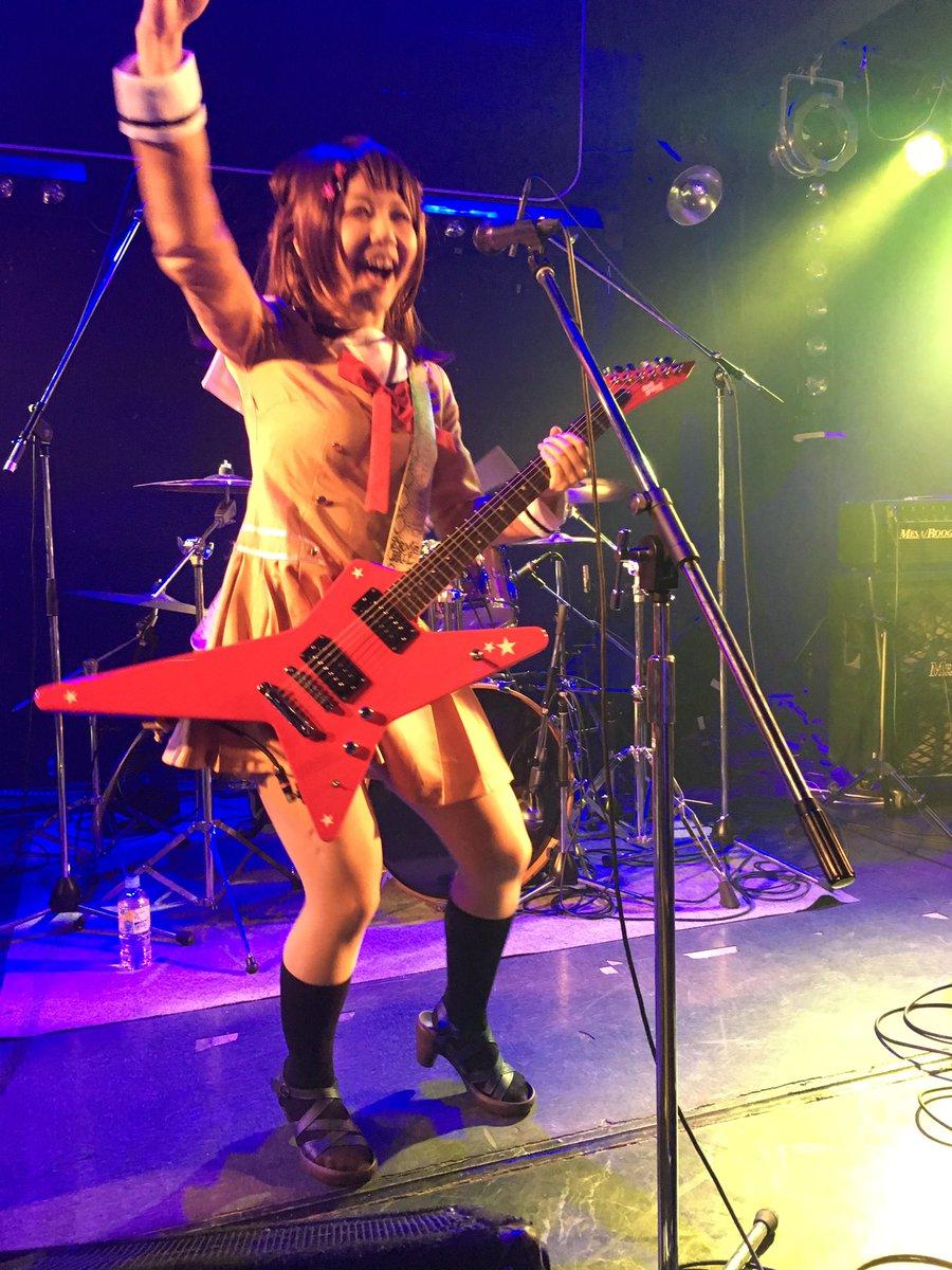 AiNCrADさんー!とにかく可愛いボーカルとキーボード。そしてカイジなギターと、NARUTOなドラム&ベースでした。#