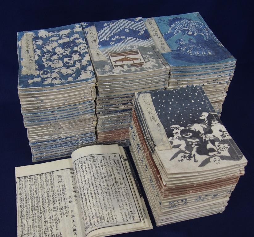 【館山市立博物館で八犬伝について学ぼう!】 全106冊という長編の物語『南総里見八犬伝』。 その106冊をダイジェスト版