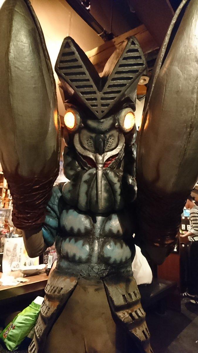 今日はバルタン星人が初めて地球にやって来た記念すべき日!言わば誕生日!…と言うわけで、怪獣酒場に店長のご登場!!良かった