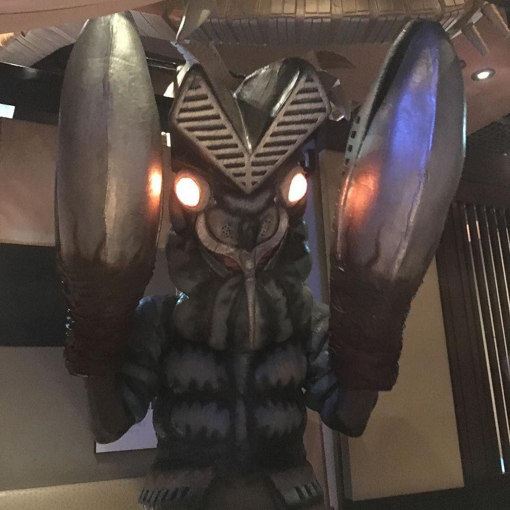 #怪獣酒場今日は店長のバルタン星人が店に来ました