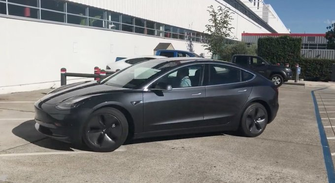 @TheRealAutoblog: Get a closer look at the @TeslaMotors Model 3 as it drives away in this video: https://t.co/WrhconRBnQ https://t.co/IXt97qTl9e