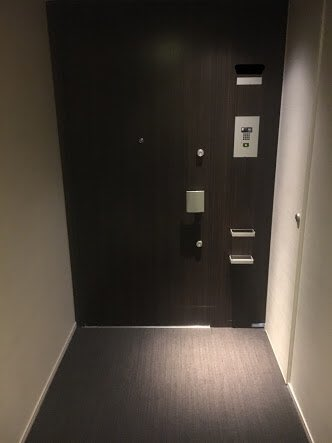 ep.642 もう2度とピンポン。○○は呼び鈴を鳴らした。少しして鍵の開く音がして少しだけ開いたドアの隙間から見慣れた人