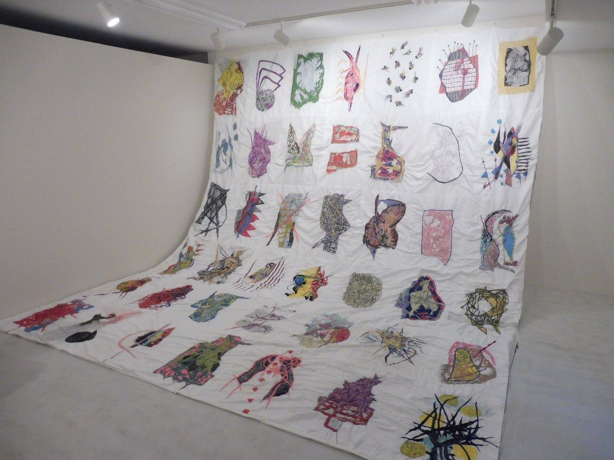 次は大阪の画廊。福住画廊の「松岡亮展」。ミシンワークとドローイング。まずドローイングを描き、それを原画にしているのかと思