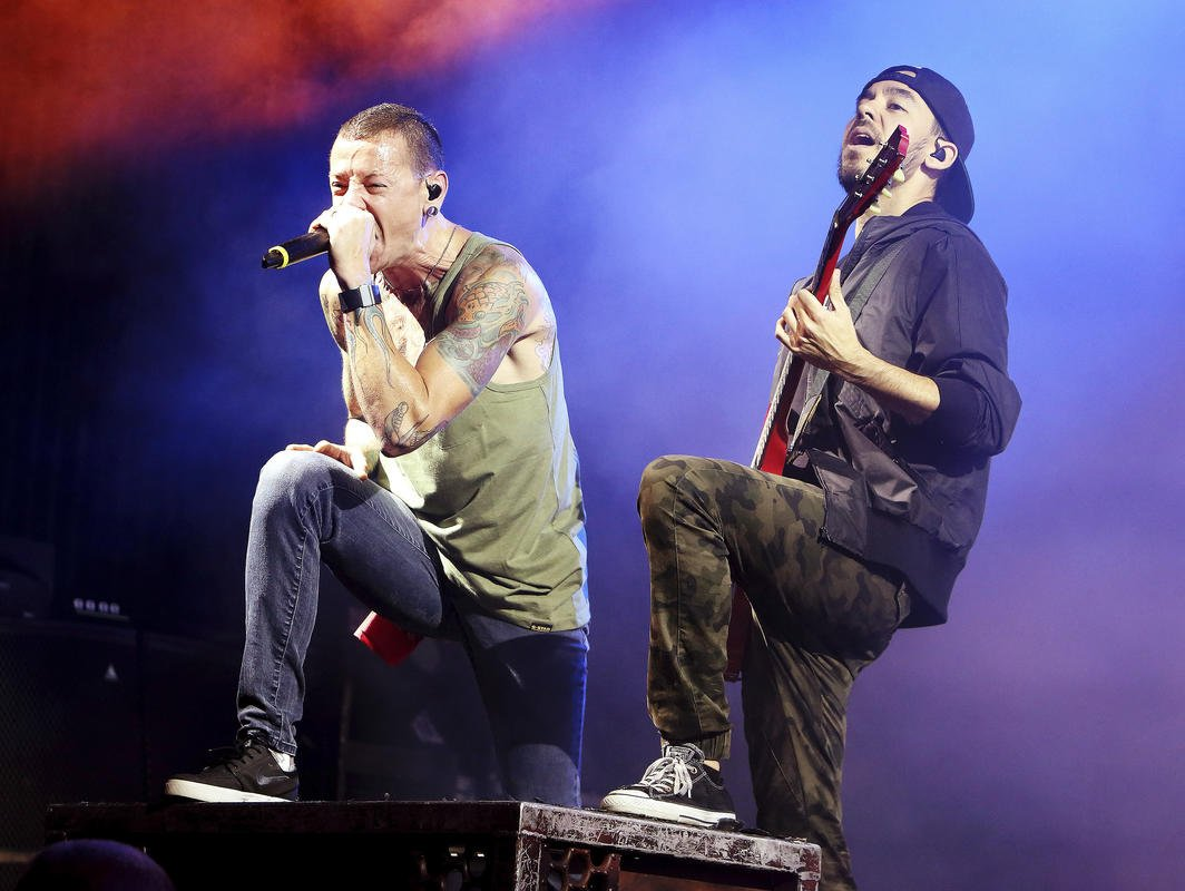 Linkin Park returns to charts following singer's death