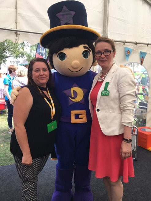 test Twitter Media - Thanks to @wgcs_education for coming to visit us at the @royalwelshshow - here's Dewin cwtshing both her and Leanne from @MudiadMeithrin https://t.co/uvuSXQVpUD