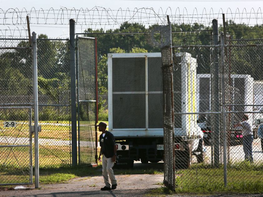 Temporary air conditioning units delivered to St. Louis jail