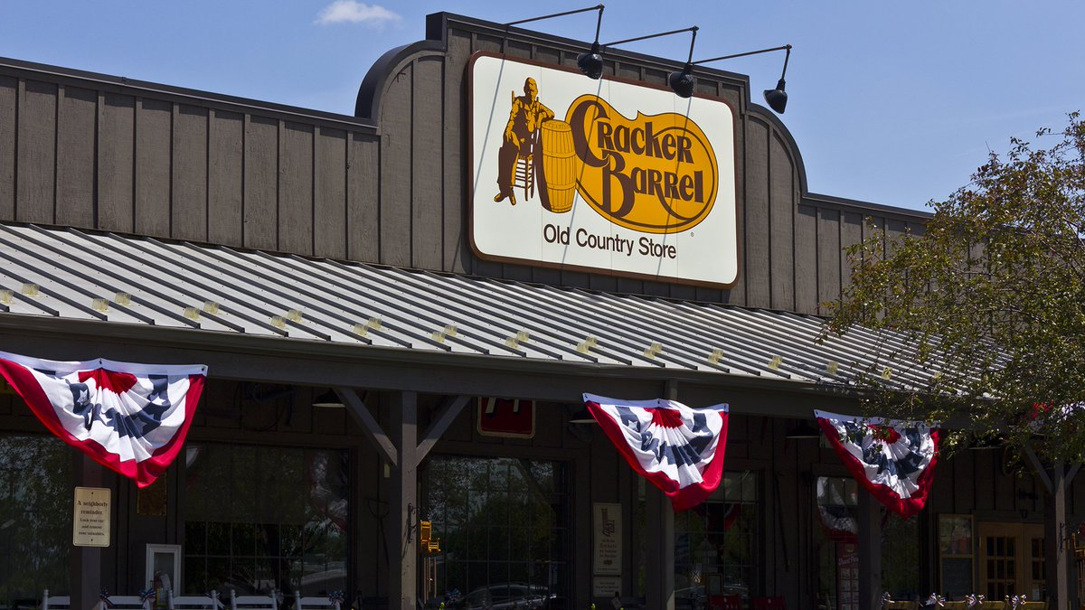80-year-old couple nears end of quest to visit all Cracker Barrels