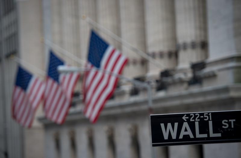 Global markets split amid corporate earnings
