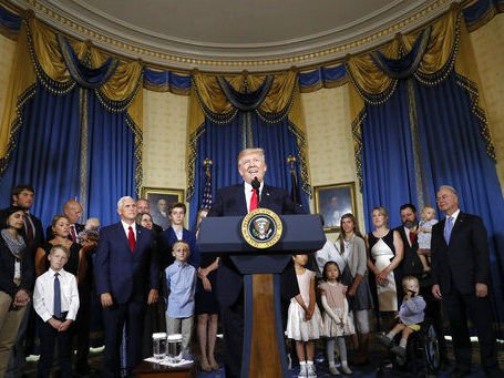 Trump, opponents launch last-ditch campaign on Obamacare repeal