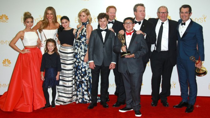 ModernFamily kids sign on to two more seasons of the @ABCNetwork sitcom