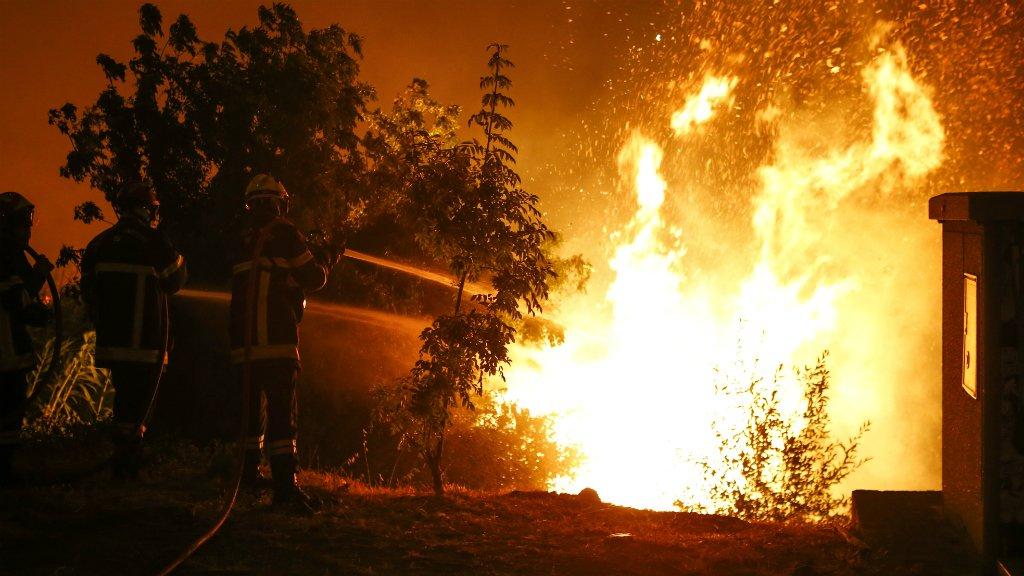 Firefighters struggle to battle blazes across southern France