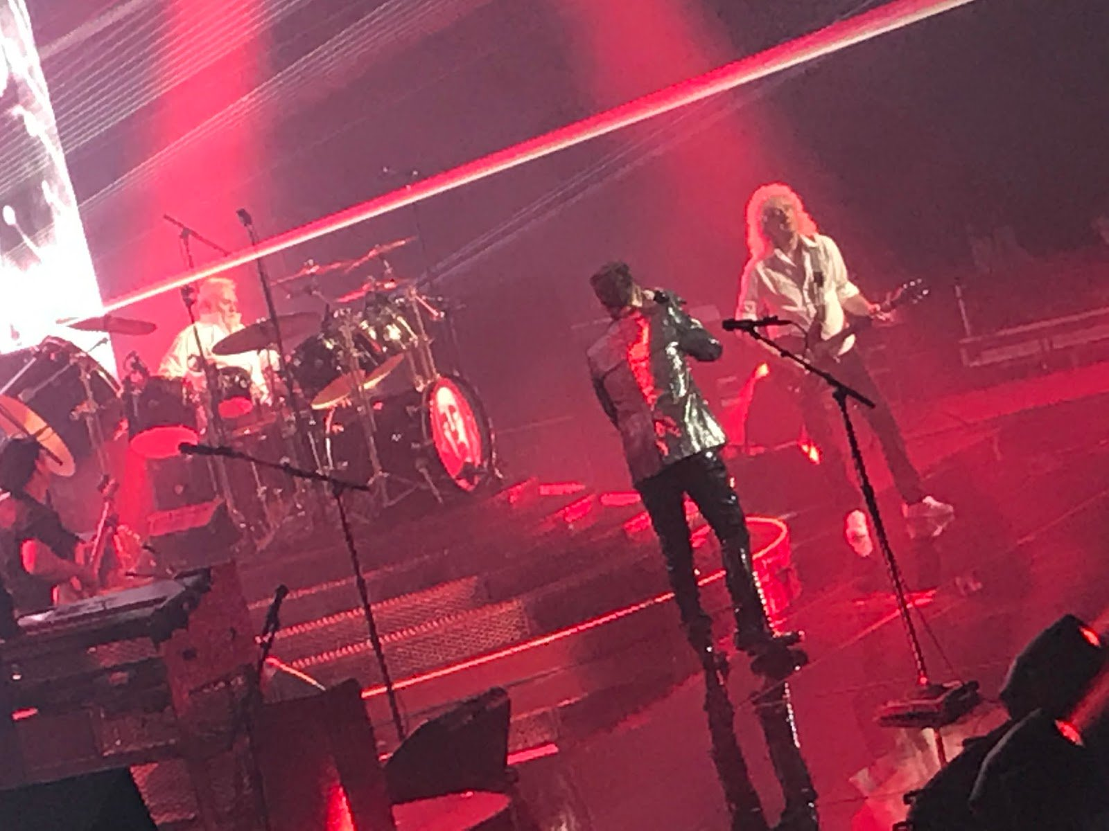 REVIEW MOHEGAN SUN: Queen Plus Adam Lambert Equals Success At Mohegan Sun https://t.co/citFWHPASm … https://t.co/FNbjOt4sv6