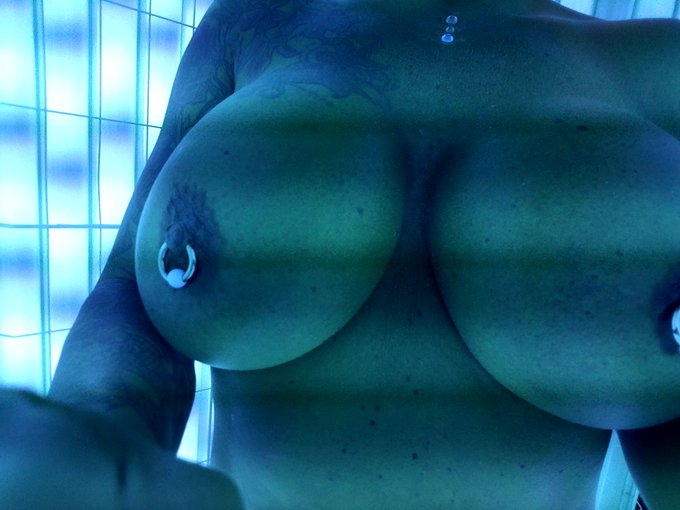 1 pic. Oh? It's Tuesday?  Must be time for titties!  #TittyTuesday #MILF https://t.co/cvktsKI487