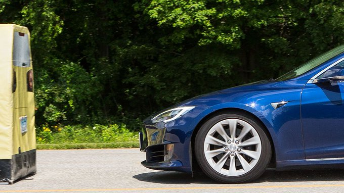 @CRCars: Tesla Model S Tops Consumer Reports' Ratings After Getting Key Safety Feature https://t.co/CR5QdIl7ho https://t.co/E6GOMNmyQB
