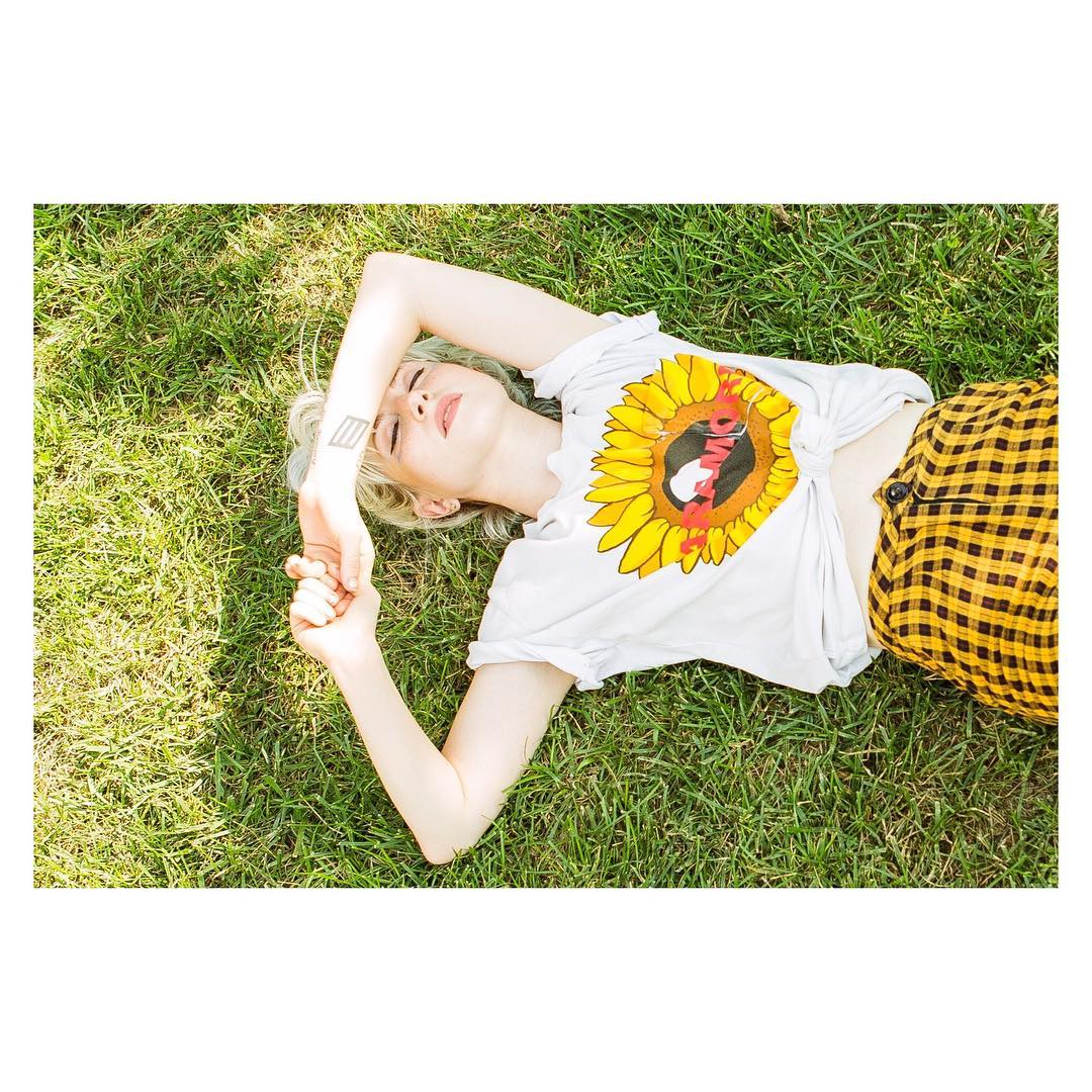 sunflower pocket tees are up in the webstore. made for you by @UNIFCLOTHING https://t.co/cLwxXhbYLH (��: @phojoh) https://t.co/ozKF0Sts62
