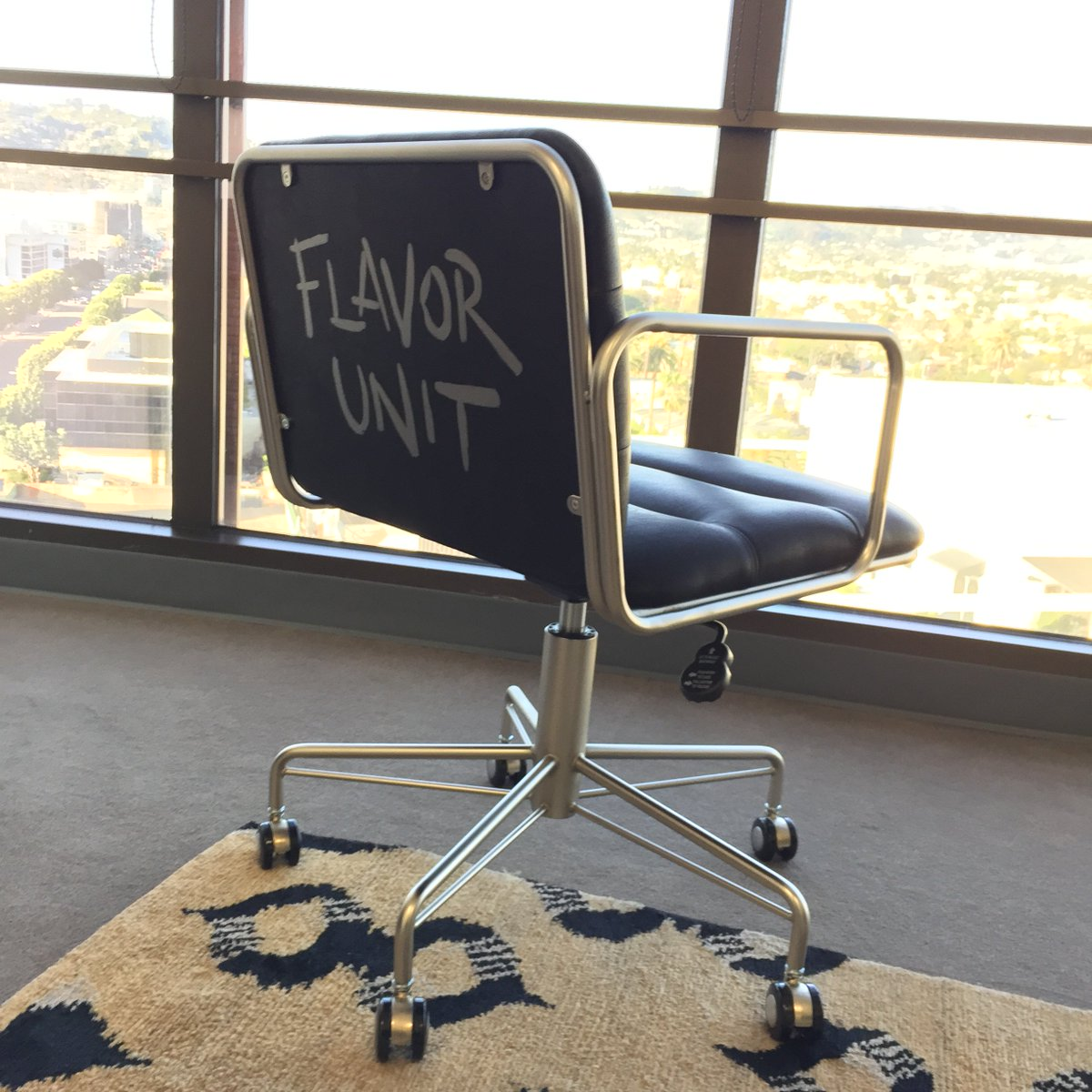 RT @flavorunit: Even our chairs got flavor ???? #officelife https://t.co/muMbDOYmBM