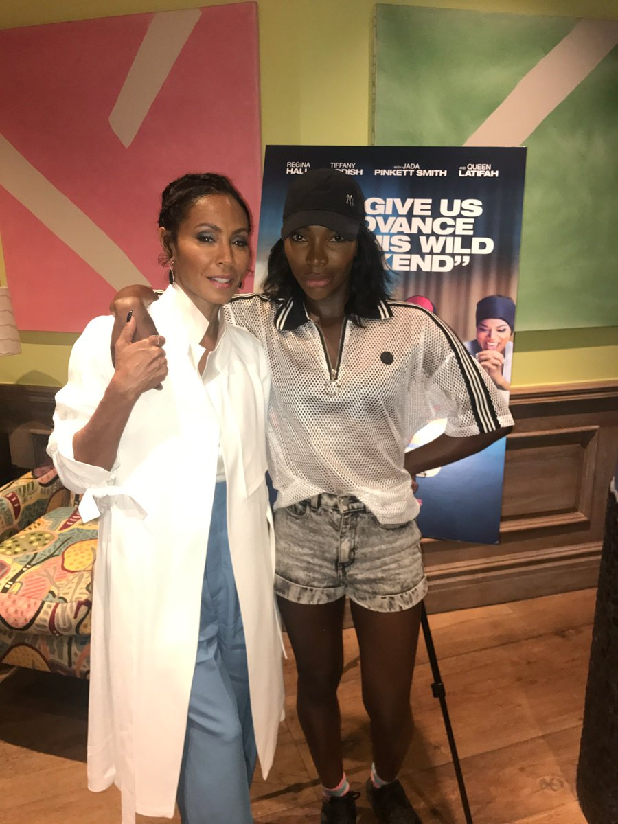 .@MichaelaCoel, star of one of my fav shows, Chewing Gum, came out for a London screening of #GirlsTrip. I ❤️her! https://t.co/8FF5kHl2nd