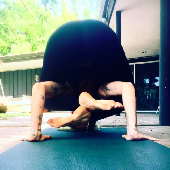 Bhujapidasana pose of the day ������ https://t.co/zPou9NSpP1