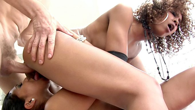 https://t.co/o3h7YHqv3G #MistyStone & #EmyReyes have #pussytomouth fun during torrid #interracial #threesome