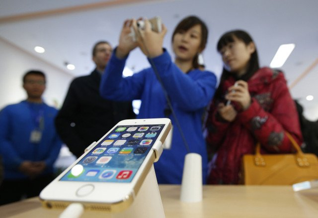 Report: Apple's China woes continue as iPhone sales fell last quarter