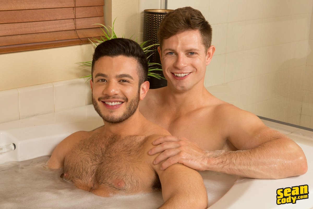 2 pic. #SCteaser Manny was excited to have Dean all to himself. 😈 #SeanCody #RubADubDub #HotGuys #SeanCodyModels