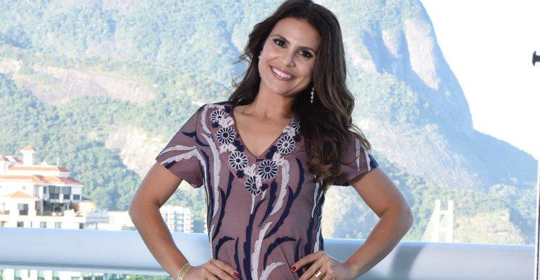 Aline Barros. Foto do site da Caras Brasil que mostra Cantora Aline Barros estrela campanha de moda